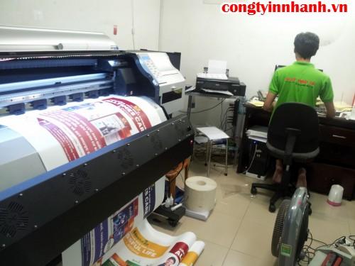 Công ty In Nhanh thực hiện in ấn sản phẩm poster từ chất liệu PP bằng máy phun in khổ lớn Nhật Bản cho độ mịn và chất lượng thành phẩm cao